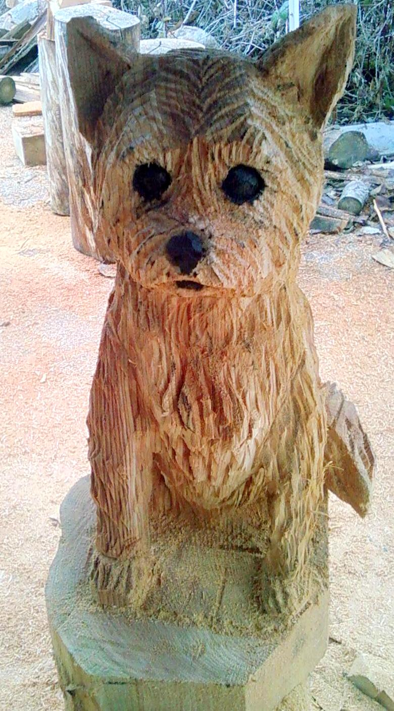 2011-12-14-Dog-Chainsaw-Carved-Dog-1.jpg
