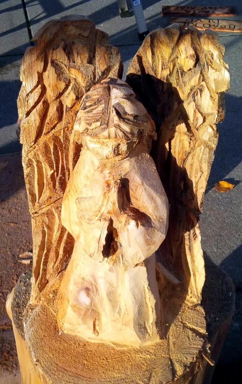 2013-11-20-Angel-Chainsaw-Carved-Angel-1.jpg